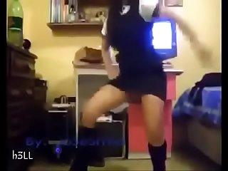 Nina de escuela hermosa Bailando bien Rico