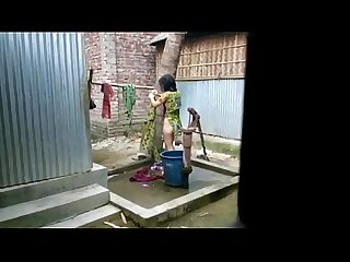 Desi girl bathing outdoor for full video http colon sol sol zipvale period com sol ffnn