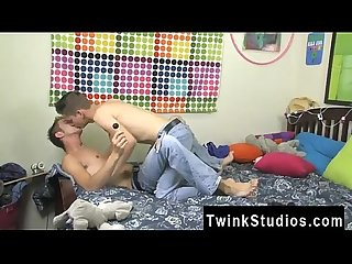 Amateur gay porn sauna Kirk Taylor has arrived for dinner and his