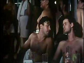 Leonardo vieira em cena gay no Filme crnicamente invivel B
